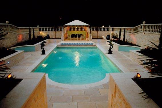 clairage pour piscine piscines loisirs. Black Bedroom Furniture Sets. Home Design Ideas